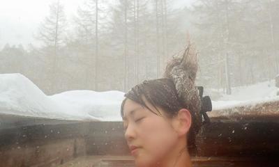 標高2050mにある絶景野天風呂『本沢温泉 雲上の湯』